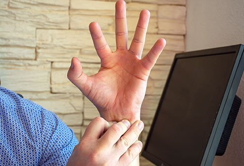 de Quervain's tenosynovitis causes pain at the base of the thumb.