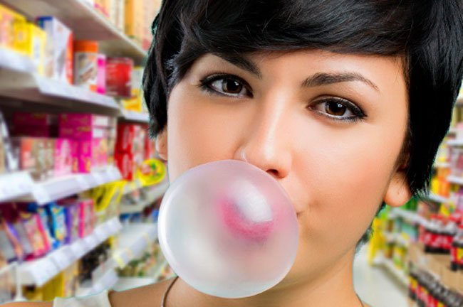 People feel less hungry and have fewer junk-food cravings when chewing gum.