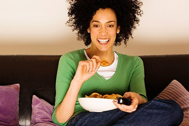 People on diets eat more junk food while watching food-related shows.