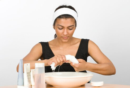 Avoid skin damaged skin on the face by choosing the right cleanser.