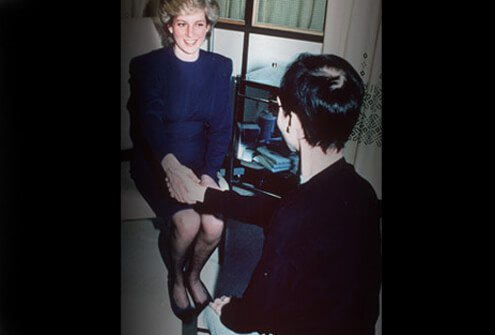 Princess Diana shakes hands with Aids victim, 1987.