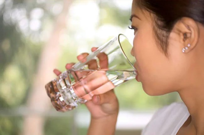 Water helps hydrate you as well as helps control appetite, boosts mental clarity, and improves mood.