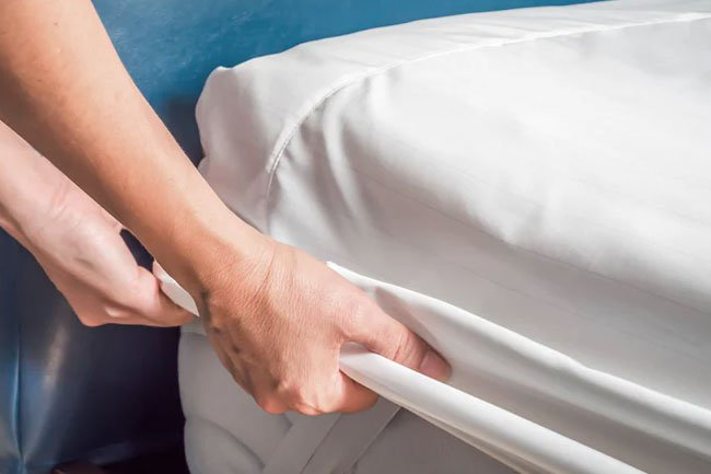 Did you know that changing your bed sheets and making your bed can burn calories?
