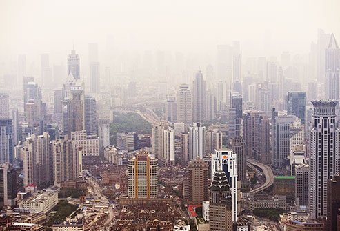 Air pollution increases the risk of lung cancer.