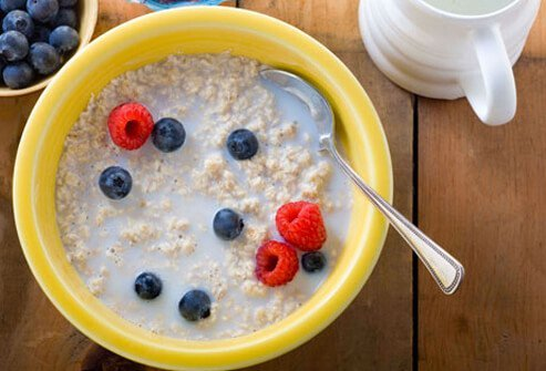 Oatmeal with milk and berries.