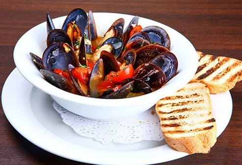 A bowl of clams and mussels to help fight depression.