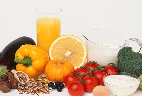 A variety of veggies and fruits that are all gluten-free - eggplant, red pepper, orange juice, grapefruit, squash, tomatoes, broccoli.
