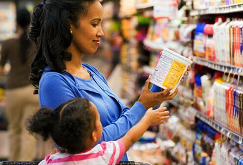 Photo of woman shopping for high fiber foods.