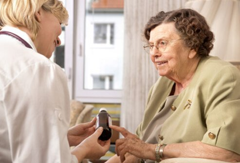 A health care practitioner discusses a multiple sclerosis medication with a patient.