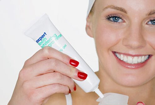 In general, the major components of stain removers are mild bleach and abrasives in toothpaste.