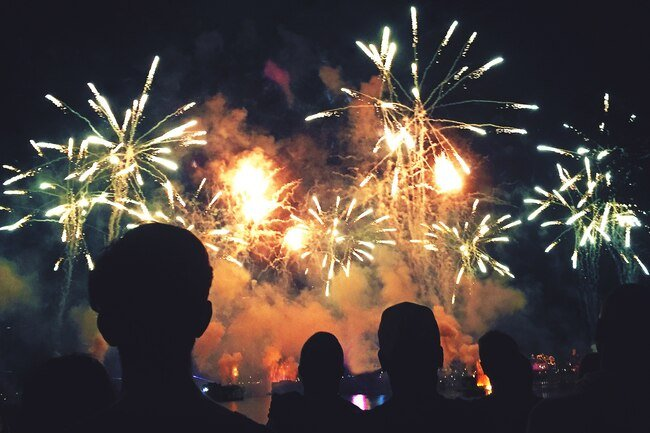 Smoke from fireworks displays contain bits of metal that are harmful to lungs.