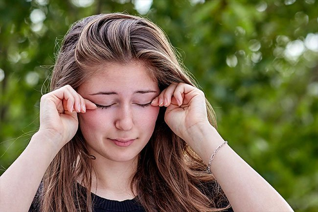 Dry or gritty eyes may be a symptom of Sjögren's syndrome, which is an autoimmune condition.