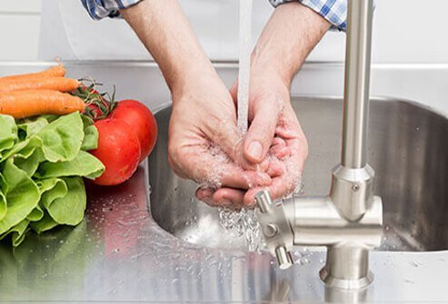 Washing food and hands helps avoid the spread of foodborne viral infections.