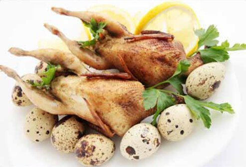 A picture of baked quail and eggs